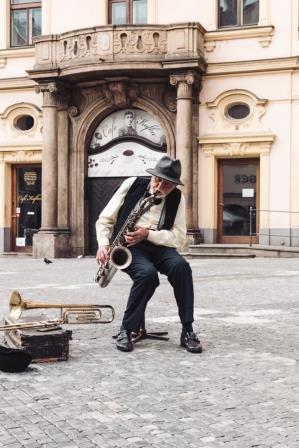 Nee zeggen tegen een straatmuzikant, best lastig!
